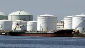 Preços do petróleo em terreno negativo é situação pontual, mas deverão manter-se baixos