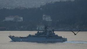 Russos fazem disparos de aviso contra navio turco