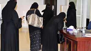 Treze mulheres eleitas na Arábia Saudita