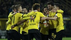 Dortmund goleia Frankfurt