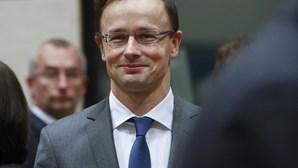 """Hungria diz que exigências da UE são uma """"estupidez"""""""