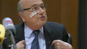 Blatter vai recorrer da decisão a nível interno