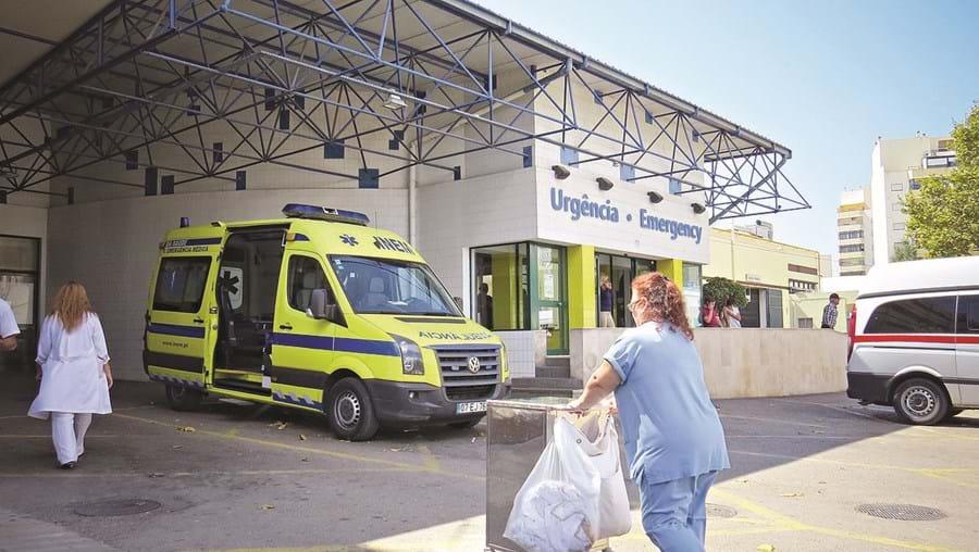 A situação afetou as urgências dos hospitais de Faro (na foto) e Portimão