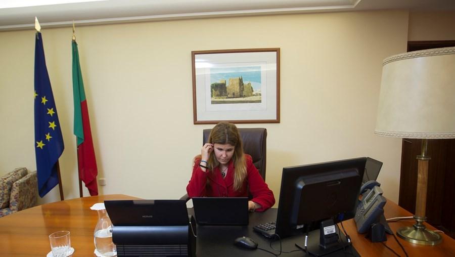 Ana Sofia Antunes fotografada esta semana no seu gabinete adaptado à condição da nova ocupante