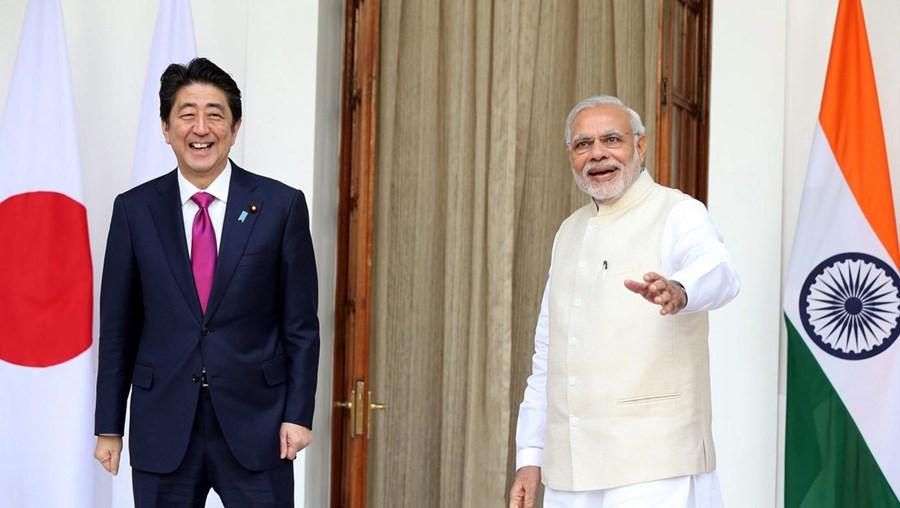 O primeiro-ministro indiano, Narendra Modi, manteve conversações com o seu homólogo japonês, Shinzo Abe