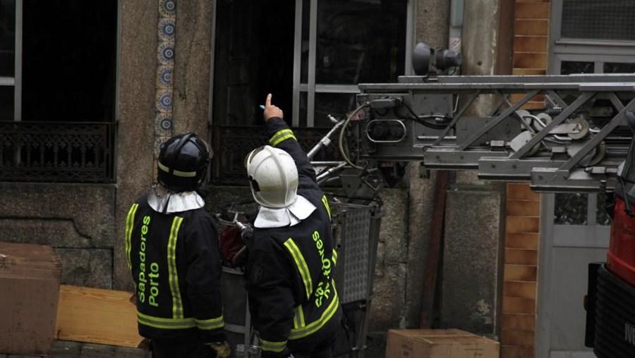 Ao local acorreram Sapadores Bombeiros do Porto