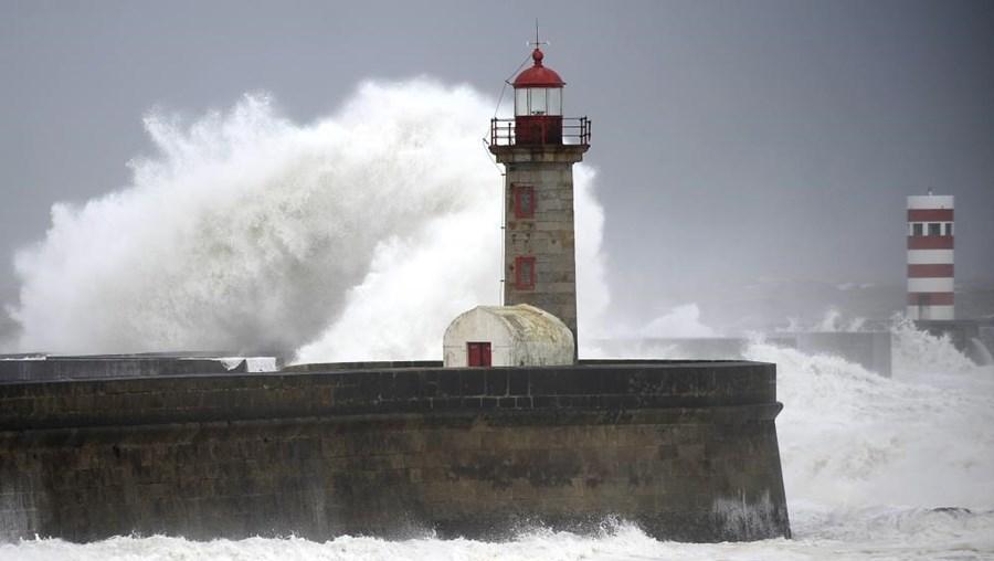 Está prevista forte agitação marítima no litoral