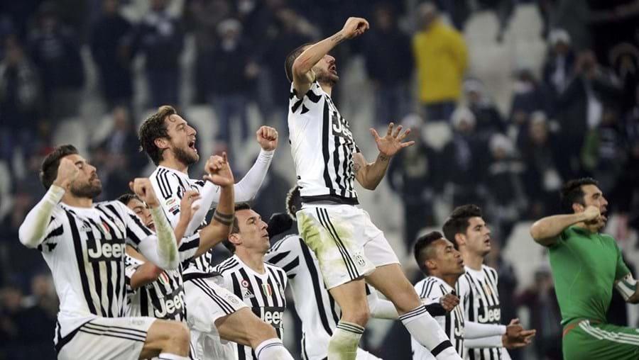 Jogadores da Juventus festejam a vitória