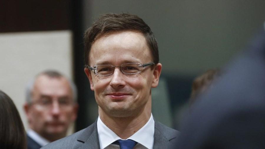 """Peter Szijjarto afirma que o """"chanceler austríaco parece não ver a diferença entre solidariedade e estupidez"""""""
