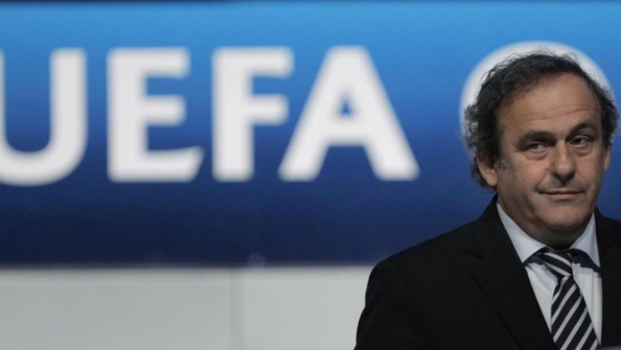 Num comunicada a UEFA disse apoiar Michel Platini
