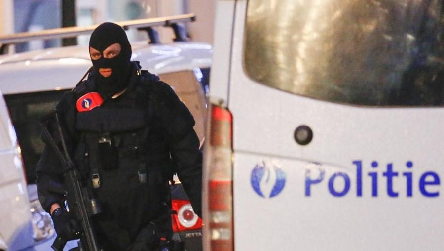 Operação decorreu perto do bairro bruxelense de Molenbeek-Saint-Jean, de onde é natural Salah Abdeslam