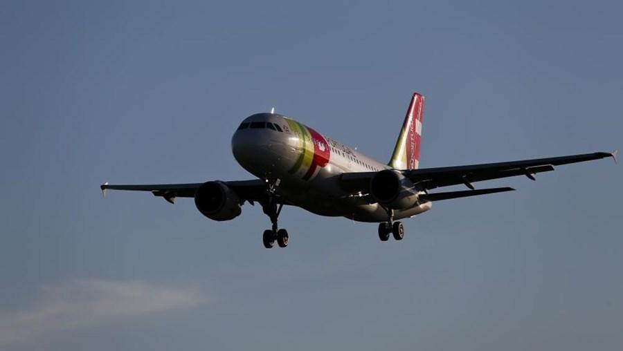 A TAP anunciou que vai suspender a partir da Páscoa quatro voos do Porto e outros cinco de Lisboa