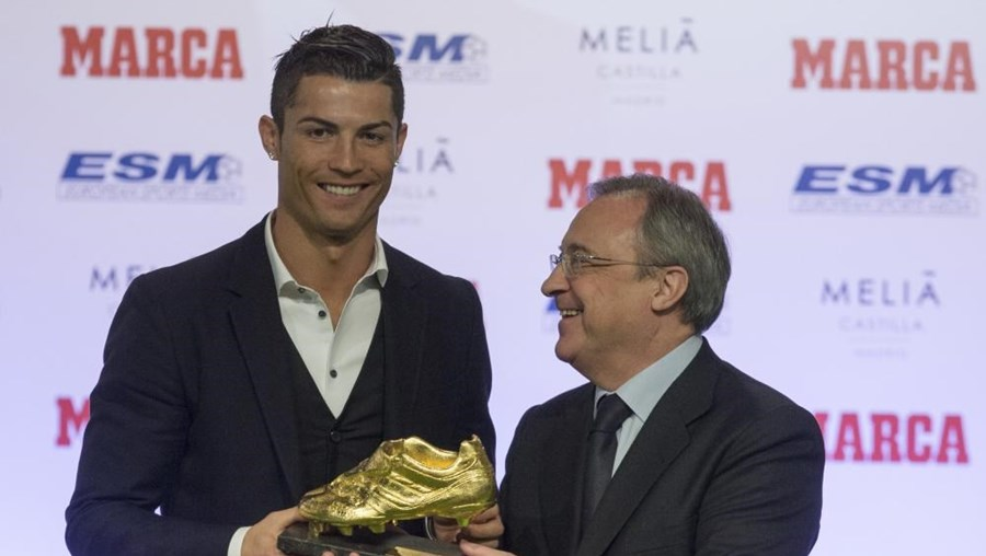 Cristiano Ronaldo com o presidente do Real Madrid, Florentino Perez