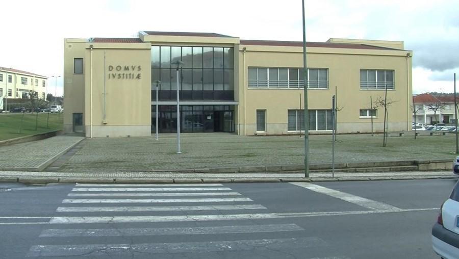 Tribunal de Macedo de Cavaleiros condenou a cinco anos e oito meses de prisão efetiva uma antiga tesoureira da escola secundária local