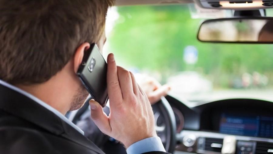 Condutor ao telemóvel