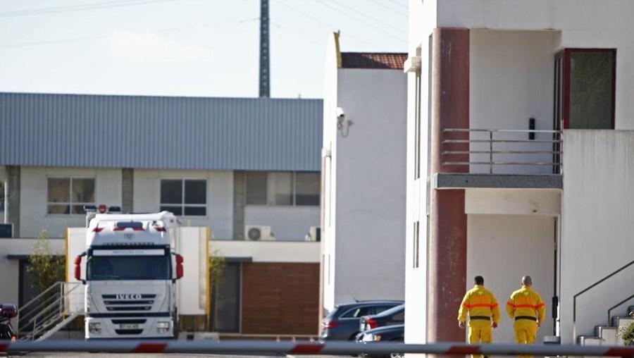 Inspetores da PJ e procuradores do ministério público fazem buscas nas instalações da Autoridade Nacional de Proteção Civil