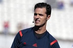 O árbitro Carlos Xistra