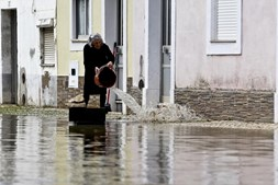Em Coimbra, as pessoas tentavam no domingo limpar as casas