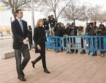 A infanta Cristina e o marido, Iñaki Urdangarin, são acusados de corrupção