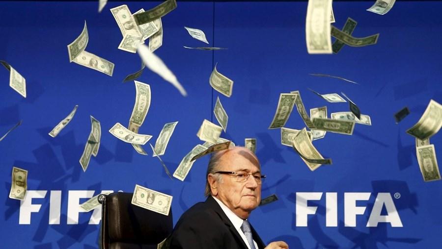 Joseph Blatter foi afastado da FIFA após escândalo de corrupção
