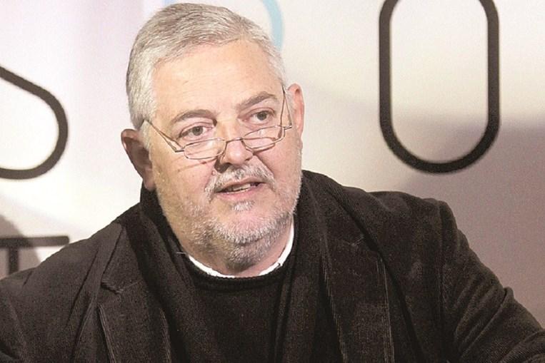 Mário Dorminsky nasceu em Paranhos, no Porto, a 30 de abril de 1955