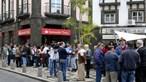 Lesados do Banif manifestam-se à porta do Totta e do Banco de Portugal