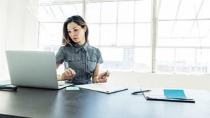Mulheres ganham menos do que os homens em todas as profissões