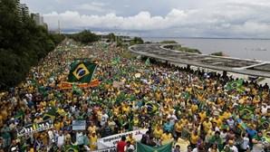 """Manifestação no Brasil é """"tentativa de golpe parlamentar"""""""