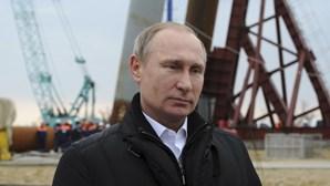 """Putin condena ataques """"selvagens"""" a Bruxelas"""