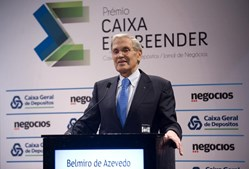 O antigo presidente da Sonae, Belmiro de Azevedo, aparece em 1121ª posição. Tem uma fortuna avaliada em 1,47 mil milhões de euros