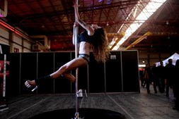 Show de striptease no Eros Porto