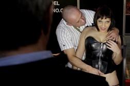Casal protagoniza show erótico