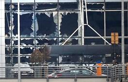 Janelas estilhaçadas no aeroporto de Zaventem
