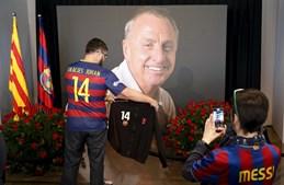 Fãs visitam memorial ao ex-jogador