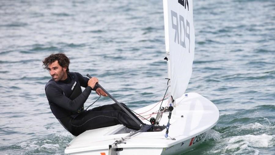 O velejador português Gustavo Lima subiu dois lugares no Campeonato da Europa de Laser, nas Canárias