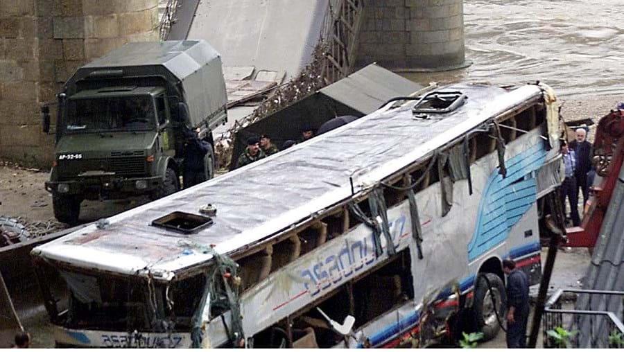 Ponte caiu a 4 de março de 2001