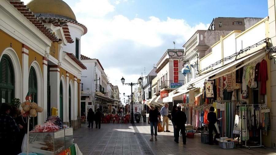 Imóveis ficam localizados na Baixa Pombalina de Vila Real de Santo António