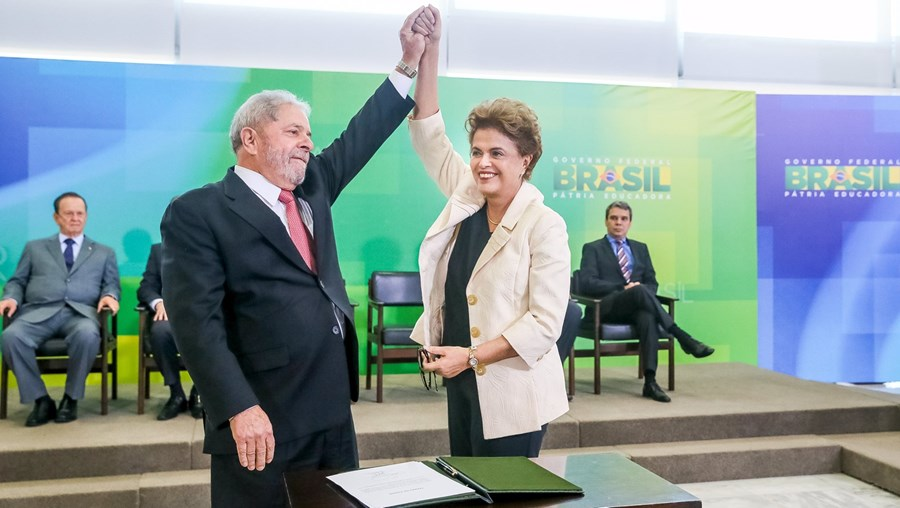 Lula da Silva e Dilma Rousseff na tomada de posse contestada pela Justiça