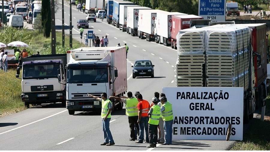 Em 2008 os transportadores pararam o País e bloquearam quem circulava