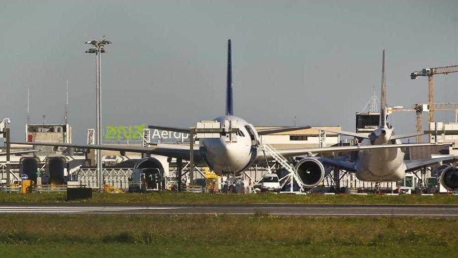 Avião no aeroporto de Lisboa