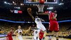Campeões Warriors nas meias-finais da NBA