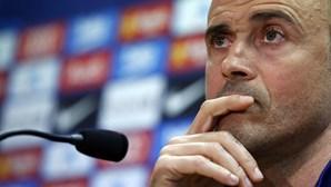 """Selecionador espanhol Luis Enrique diz que jogar futebol sem público """"é mais triste do que dançar com a irmã"""""""