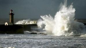 Alerta amarelo para 6 distritos de Portugal devido à agitação marítima