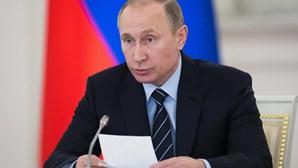 Putin insta Arménia e Azerbaijão para fim da violência