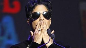 Mundo chora morte de Prince