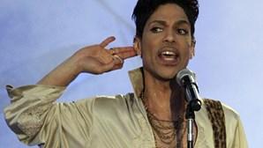 Tribunal confirma descoberta de comprimidos opióides em casa de Prince