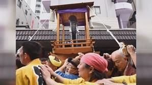 Vista de um andor usado nas celebrações