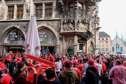 Adeptos do Benfica antes do jogo