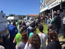 Espectadores assistiam à prova quando o carro de despistou