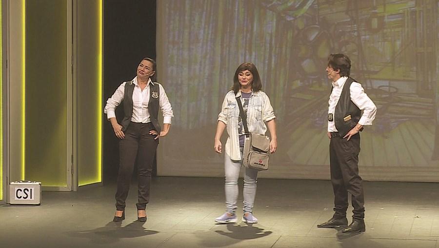 Marina Mota, Erika Mota e Carlos Cunha numa das rábulas do espetáculo 'Juntos em Revista', em cena no Villaret